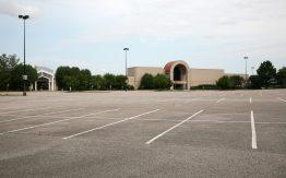 Empty mall>