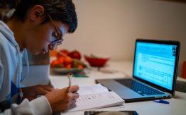 Teen studying>