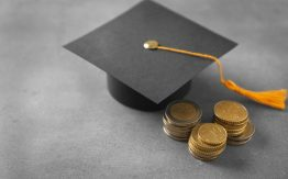 Graduation cap with coins>