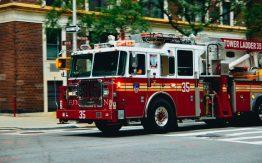 Fire truck>