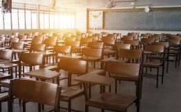 Empty classroom>