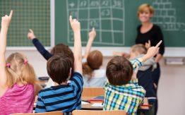 Kids in classroom>